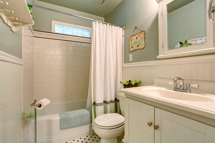 Уютная ванная комната в ретро стиле: купить всё необходимое и получить консультацию дизайнера вы можете в Центре дизайна и интерьера 'ЭКСПОСТРОЙ на Нахимовском'