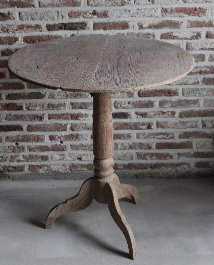 Mooi oud grenen wijntafel. Cedante.nl