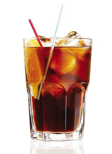 Sour Feet Sure Føtter  Ingredienser: 2 cl vodka 2 cl Jägermeister 2 cl midori Coca Cola Lime (saften ut av en halv ca) Sourmix ( Ingredienser til en hjemlaget i slutten av innlegget)  Fremgangsmåte: 1. Blande Jägermeister, vodka, Midori og lime i et høyt glass 2. Fyll opp med Coca Cola (50%) og Sourmix