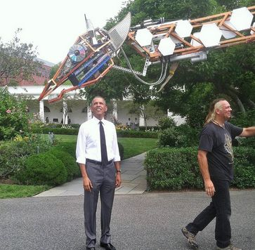'Just embarrassing at this point': Obama 'waves off' Iraq question for laser-like focus on robotic giraffe [pics, Vine]   Twitchy