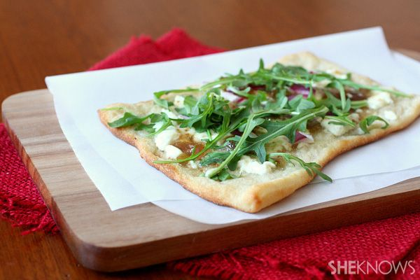 Fig jam, onion and goat cheese pizza