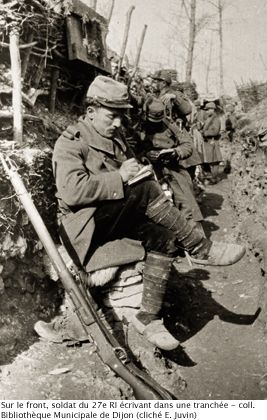 WW1, French soldier of the 27e RI writes a letter. - Coll Bibliothèque…