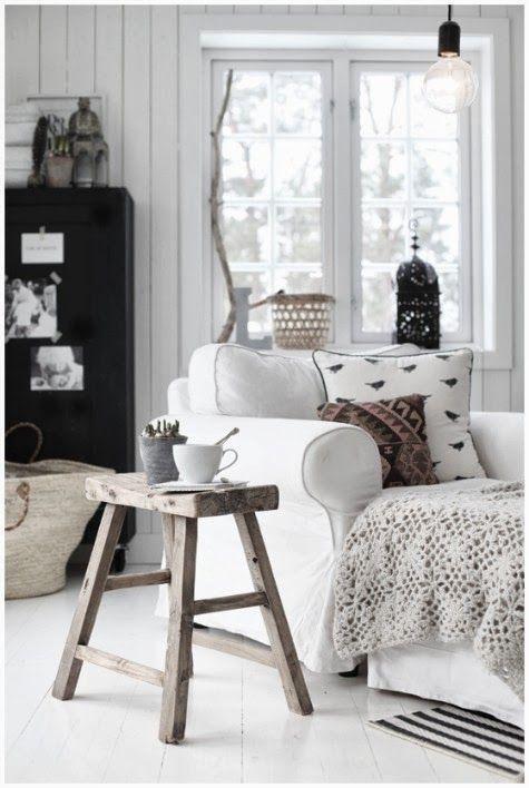 #zwart #wit woonkamer met stoer, natuurlijke materialen