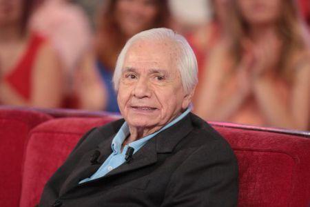 Michel Galabru est mort. Le comédien de 93 ans s'est éteint ce lundi matin «dans son sommeil», selon ses proches. Théâtre, cinéma, téléfilms, Michel Galabru était un artiste très populaire, connu notamment pour ses films comiques. Mais il était aussi à l'aise dans des registres dramatiques. Il avait notamment reçu le César du meilleur acteur en 1977 pour son rôle dans le film de Bertrand Tavernier «Le Juge et l'assassin». leparisien.fr