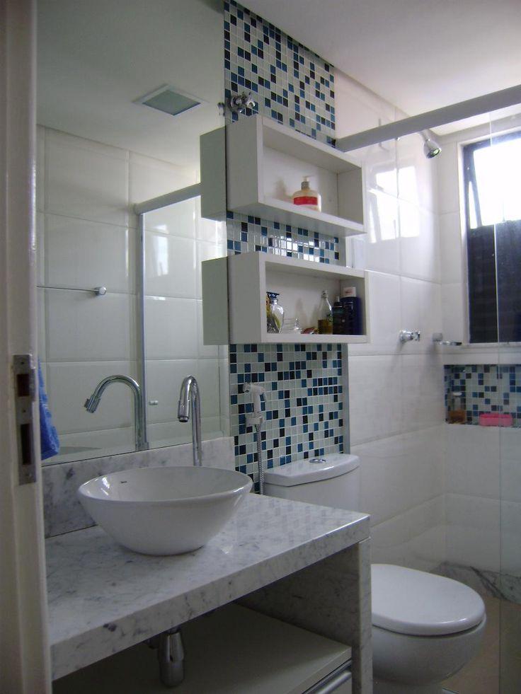 Nada como ter um banheiro cheiroso, limpo e decorado para relaxar durante o banho, hein? Mesmo em banheiros mais simples é possível ...