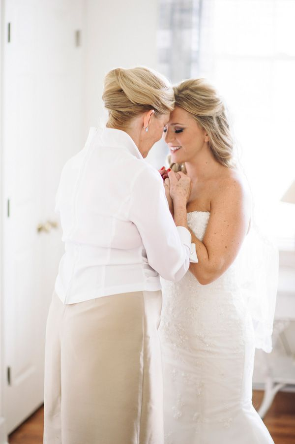 Mother-Daughter Moment | by Pasha Belman Photography #wedding #photography