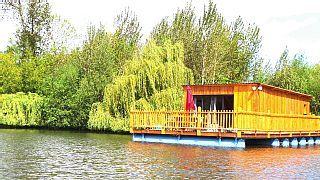 Cabanes flottantes tout confort sur étang de peche(carpes,brochets,gardons)    - Les Songes de StephLocation de vacances à partir de Etretat @homeaway! #vacation #rental #travel #homeaway