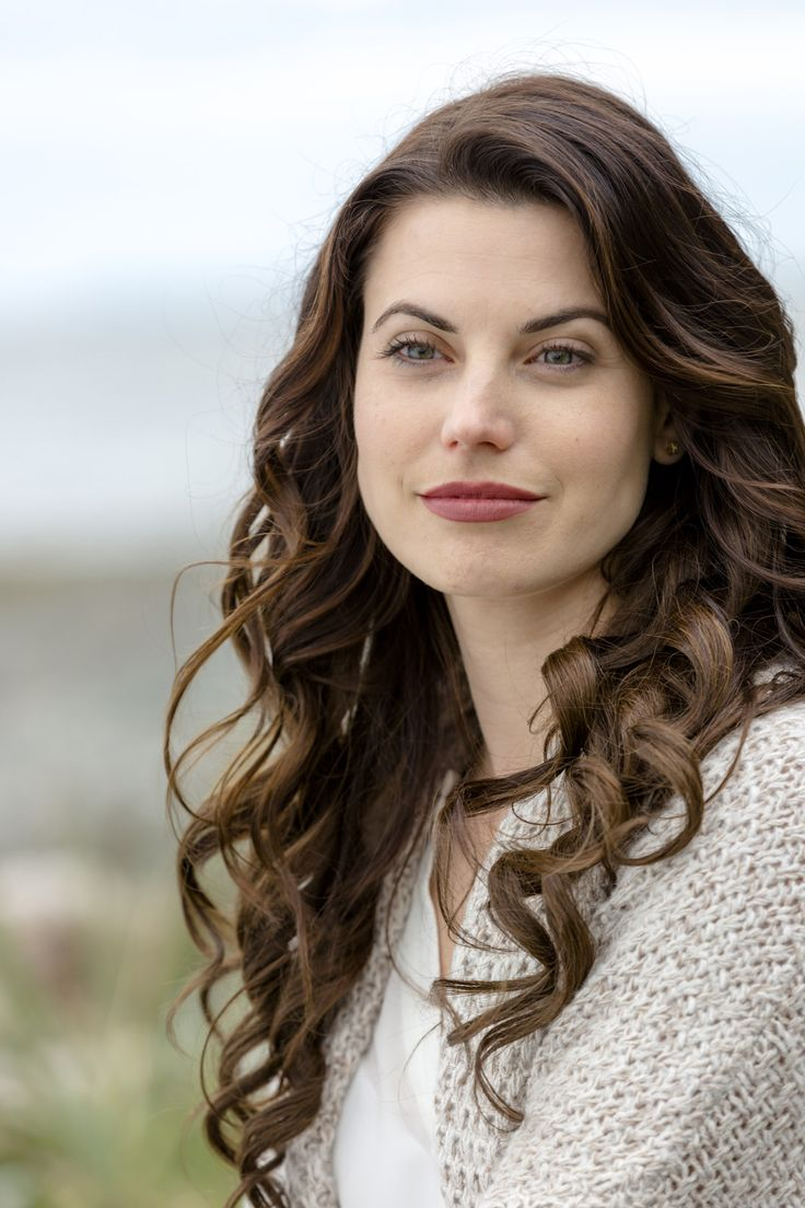 Meghan Ory stars as Abby O'Brien in Hallmark Channel's newest series Chesapeake Shores. Did you catch Season 1 with us?  #chessies #chesapeakeshores