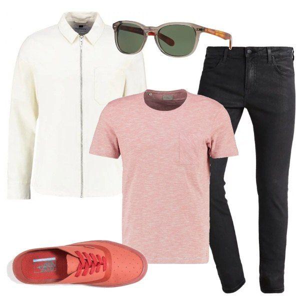 Outfit casual: giubbotto leggero, con zip, color crema, T-shirt a maniche corte, jeans neri skinny fit, sneakers in ecopelle Vans, occhiali Burberry.