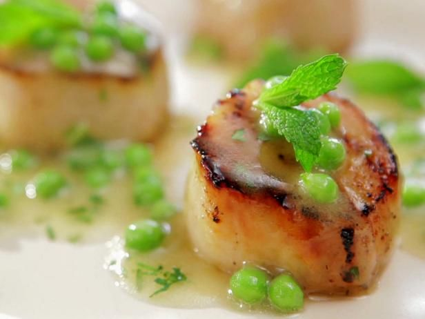As seen on Barbecue Addiction: Caramelized Scallops with Fresh Green Pea Vinaigrette #Scallops #BobbyFlayFood Network, Bobby Flay Scallops Mint Peas, Bobby Flay Vor, Foodnetwork Com, Caramel Scallops, Vinaigrette Recipe, Peas Vinaigrette, Fresh Green Peas, Seafood Fish