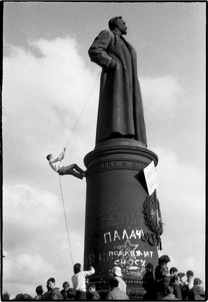 The Climbing [Monument of KGB founder Felix Dzerzhinsky]. The Moscow landmark was torn down by pro-democracy protesters during the first days of the August 1991 coup that ended the Soviet Union. Photo: Vladimir Filonov, MT