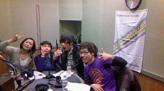 [Champagne]川上洋平2011/1/21 【列伝ツアー】列伝チームZIP FM 訪問しましたよ。cinema staff辻君 @G2_NIT ようぺいん @champagne_crew モーモー ゲイリー君で。あざーす http://twitpic.com/3rwxhq