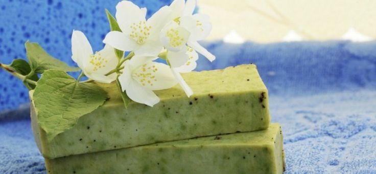 Aprende a realizar un jabón de aloe vera para cuidar e hidratar tu piel de manera natural.