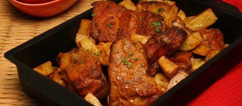 Receita de Entrecosto assado no forno com batatinhas. Descubra como cozinhar Entrecosto assado no forno com batatinhas de maneira prática e deliciosa com a Teleculinaria!