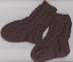 Wil jij ook graag kindersokjes breien? In dit artikel krijg je precies de goede uitleg om zelf sokken te breien.