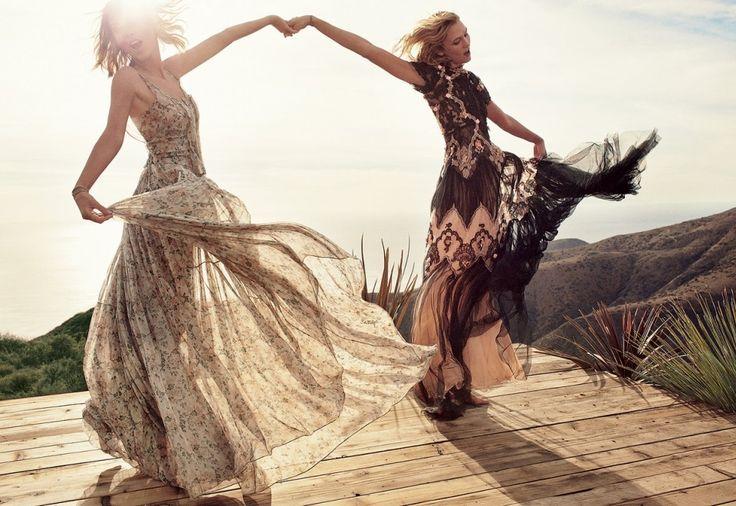 "Karlie Kloss & Taylor Swift w ""Vogue"", fot. Mikael Jannson"