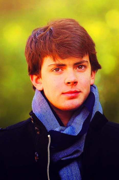 Skandar Keynes. I'm in such a Narnia mood currently... I can't even handle it. :)