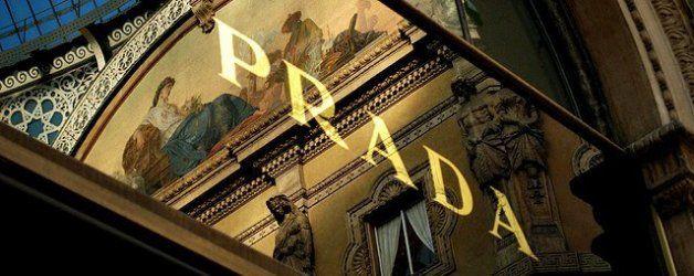 """A cent'anni dal primo negozio, Prada raddoppia le sue vetrine in Galleria Vittorio Emanuele con lo store polifunzionale """"Prada Galleria""""!  Leggete di più su: http://6e20.it/it/blog/prada-galleria.html"""
