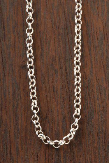CH.Neck Chain/Roll  CH.Neck Chain/Roll 32400 CHROME HEARTSクロムハーツ ネックチェーン18インチが入荷致しました クロムハーツチェーンの中で最も細くベーシックなネックチェーン 主にチャームなどの小さく重量の軽いモチーフをトップにする場合に 用いられるチェーンです 細身で燻し加工がないシンプルなシルバーチェーンのため 女性にとても人気が高く様々なファッションとの相性 幅広いシーンにて使える人気のアイテムです!! 18インチサイズですと女性ならゆったりと 男性ならば少しタイトに身につけたいという方にオススメです HIROBではHIROB SOUTH NEWoMAN新宿店とHIROB札幌店 スタイルクルーズのみのお取り扱いとなっております 秋冬のスタイリングに是非取り入れたいアイテム 本国アメリカより買付けてきた商品です!! ご自身用として贈り物用として是非ご検討くださいませ 素材925シルバー 付属品当社発行の販売証明書 クロムハーツオリジナル本革製ポーチ 本品はBAYCREWS GROUP…