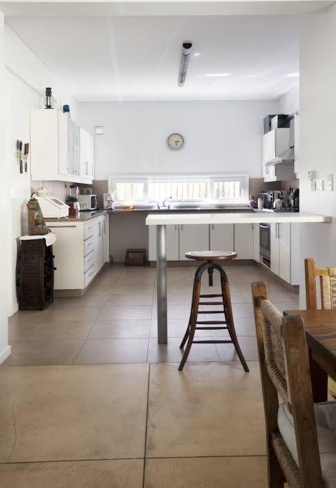 minimalistische Küche von Estudio Claria