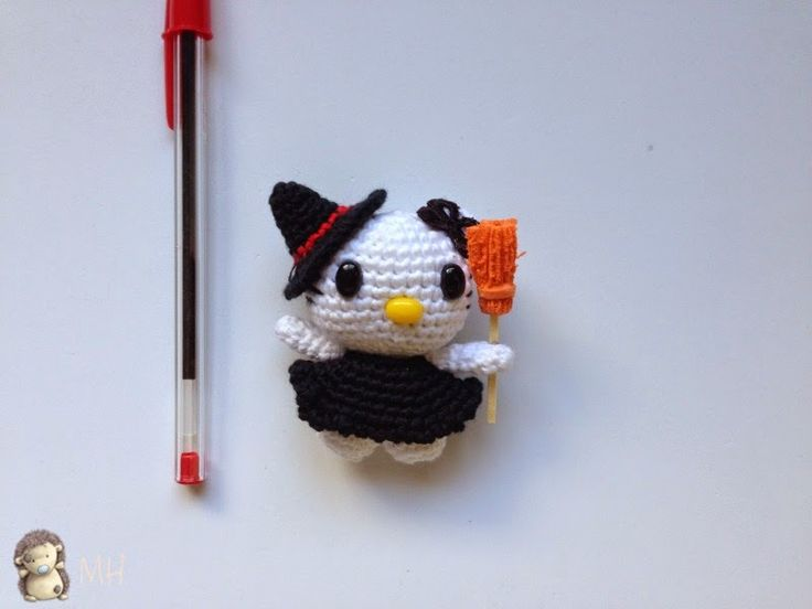 Mini Hello Kitty Bruja Amigurumi - Patrón Gratis en Español aquí…