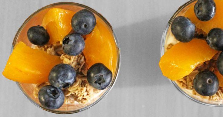 Yoghurt Parfait met Perzik en Blauwe Besjes  - A bite of cravings - gezonde recepten, inspiratie en lifestyle - koken, bakken en andere creaties - leuke weetjes voor in de keuken - foodblog -