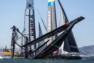 Chavirage du Oracle Team USA de Spithill. AC72 America's Cup