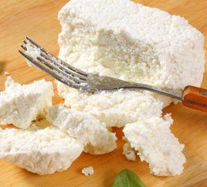 Sir i jogurt možete napraviti i sami, bez obzira na kulinarsko iskustvo, jer proces izrade jednostavan je i brz, a proizvodi koji ćete dobiti neusporedivo su bolji i zdraviji od onih koje možete kupiti