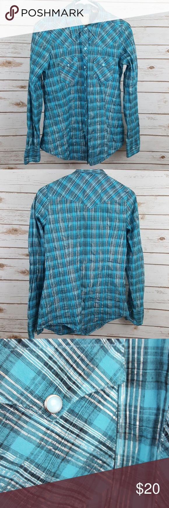 Roper pearl snap cowgirl shirt Roper pearl snap long sleeve cowgirl shirt. Excellent condition size small Roper Tops