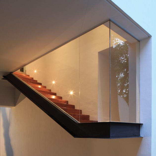 The Torres House by GLR Arquitectos / Gilberto L. Rodríguez....... stair lighting
