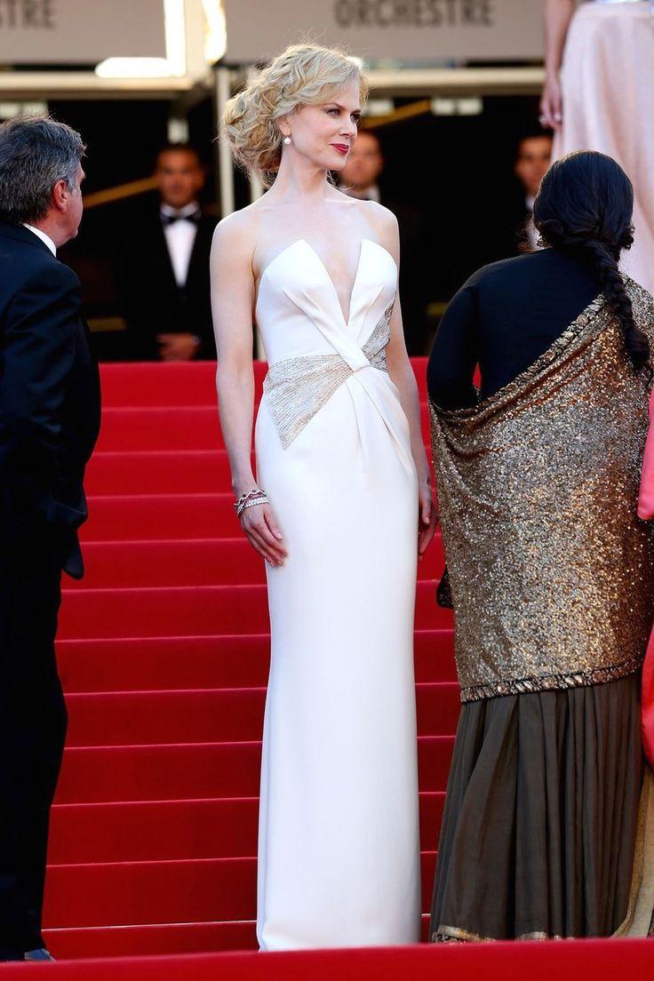 Emily Ratajkowski Is Trendy in a Cut Out Dress & Heels in
