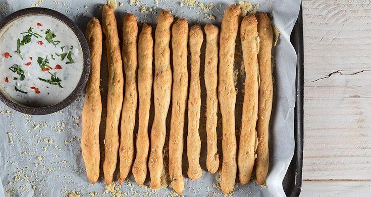 Μπατόν σαλέ από τον Άκη Πετρετζίκη. Φτιάξτε εύκολα τα πιο τραγανά, αλμυρά μπαστουνάκια με παρμεζάνα και θα έχετε ένα νόστιμο σνακ για όλες τις ώρες της ημέρας!