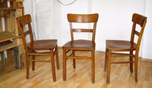 EIN Vintage Stuhl * Kneipenstuhl * Caféstuhl aus den 50er Jahren. Stammt aus einer alten Kneipe vom Niederrhein.Dem Alter entsprechend gibt es natürlich Patina und Gebrauchsspuren, der Stuhl ist aber stabil.und wohnfertig.Es ist nur noch EIN Stuhl vorhanden!!!Abholung in 50823 KölnPrivatverkauf, daher keine Garantie, Gewährleistung oder Rücknahme