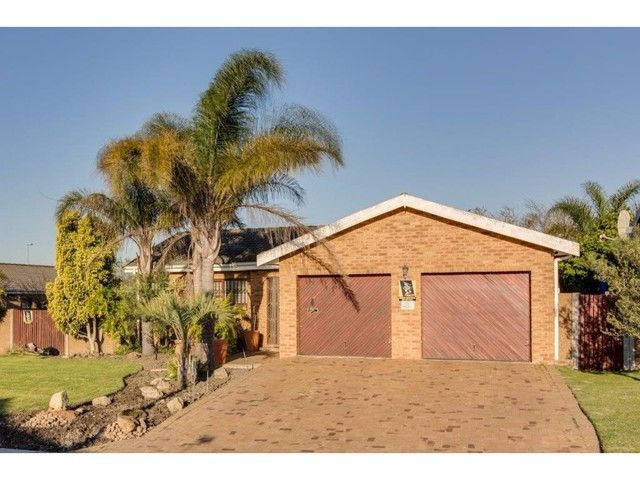 3 Bedroom House For Sale in Sonstraal Heights | LRE Group
