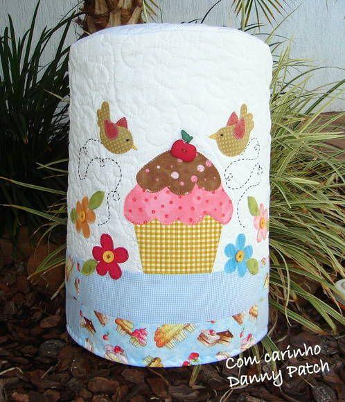 Capa de Galão/Bombona com aplicações em tecido nacional e importado. As cores…
