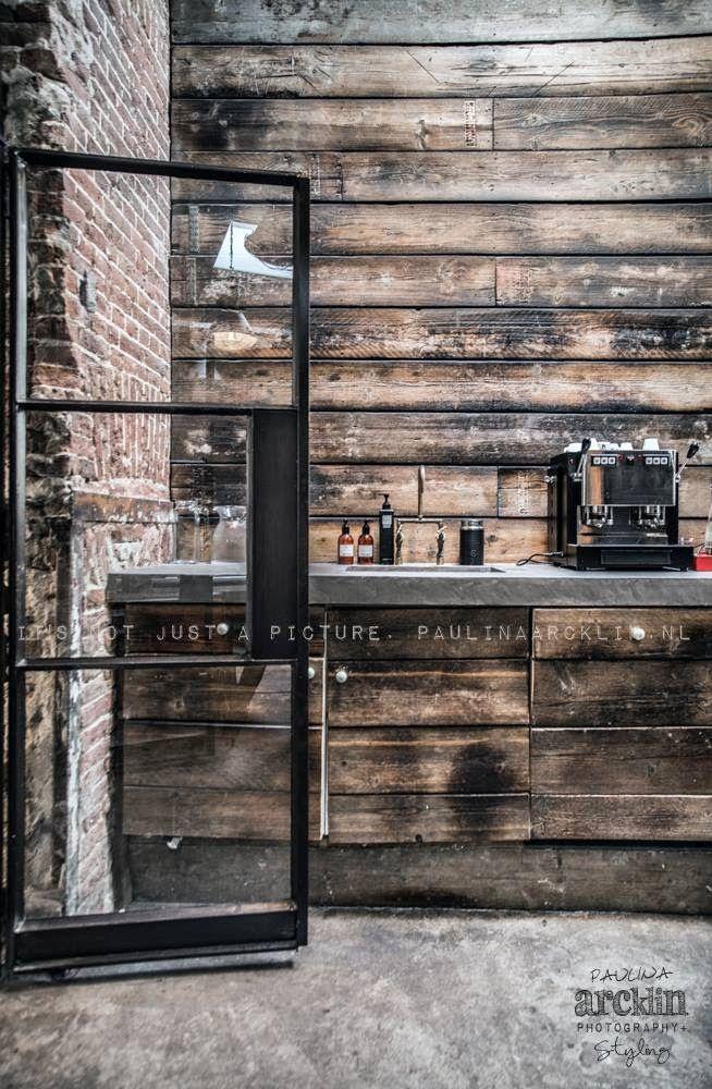 Concrete counter top and repurposed wood walls. Las Cositas de Beach & eau: JEANS......y GOOD GENES STORE.......fotografiado en todos sus matices por PAULINA ARCKLIN
