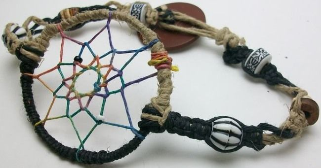 How to Make a Dream Catcher Bracelet | wasabifashioncult.com