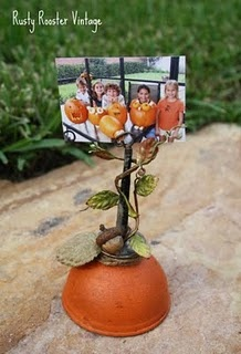 Got to find me an old oil can!Photos Holders, Autumn Halloween Thanksgiving, Pumpkin Photos, Diy Crafts, Fall Ideas, Fall Thanksgiving, Fall Halloween Thanksgiving, Picture Frames, Pictures Frames