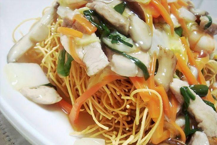 Kata Yakisoba - Fideos fritos      - Ingredientes:   2 paquetes cocidos de fideos yakisoba o fideos de trigo  (150g cada uno)  1 cu...