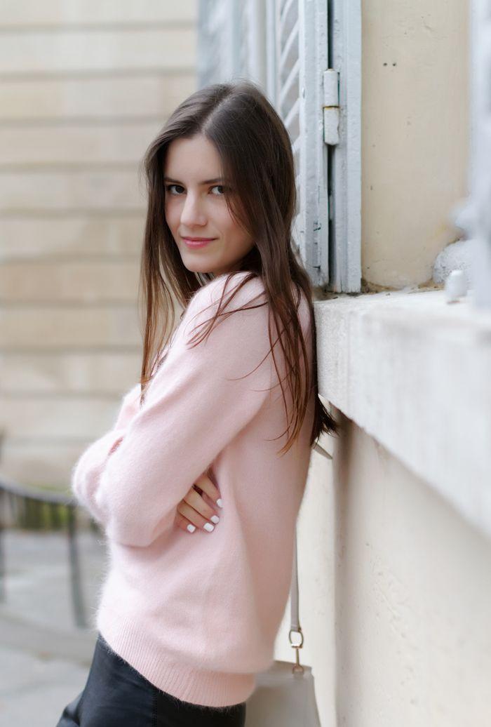 Lana del Rey pink mohair angora sweater, leather leggings ...