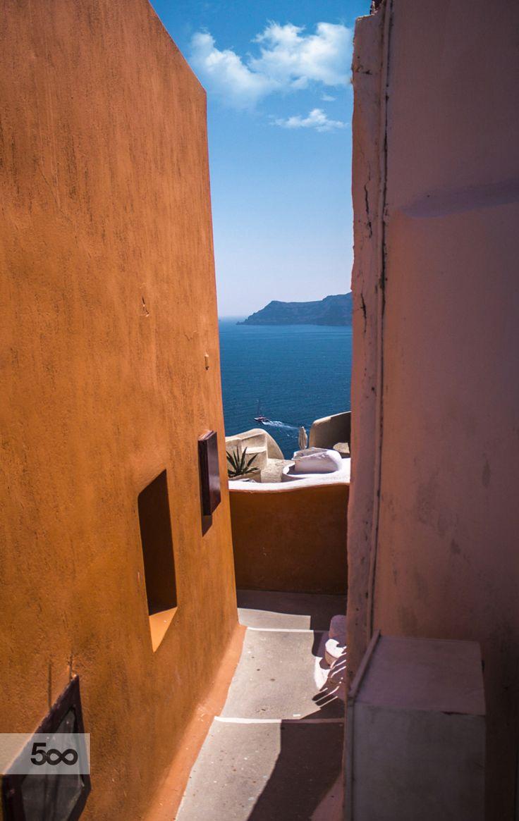 Between houses. Oia, Santorini