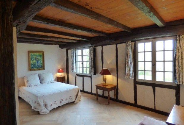 Chambre D Hotes A Saint Pee Sur Nivelle Pyrenees Atlantiques Ferme Uxondoa Gites De France Bearn Pays Basque Chambre D Hote Chambre Nivelles