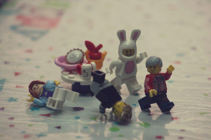 https://flic.kr/p/SYVvqh | Family dance off | Kevin / Rainbow Bricks LUG #LEGOEaster #rainbowbricks