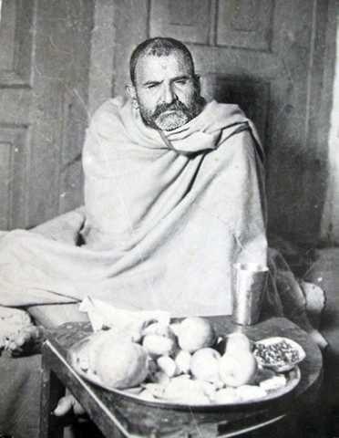 Album of Photographs of the Younger Years of Neem Karoli Baba Maharajji Neeb Karori Baba - Maharajji's Younger Years - Maharajji Neem Karoli Baba