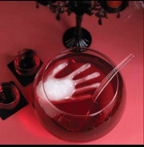 halloween-craftsAwesome for a party!!! Love it. You can also add green food coloring to the water in the rubber glove before you freeze it and it becomes a frozen witches hand.