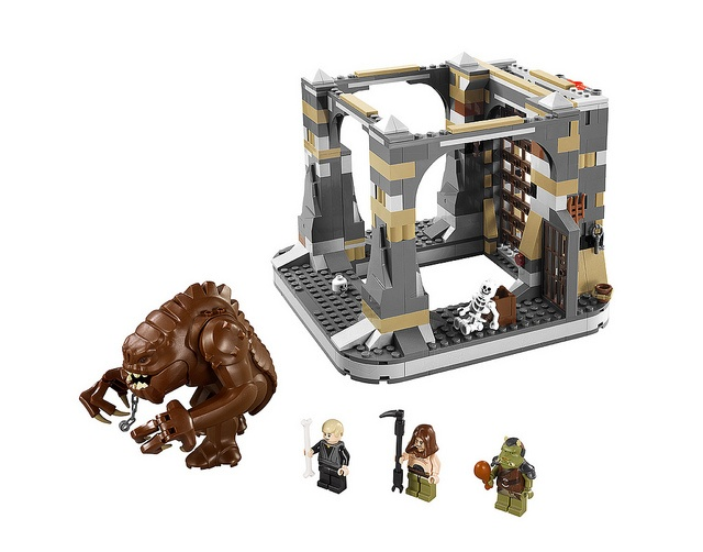 LEGO Rancor Pit, complete with Rancor! WANT! doesn't begin to describe how I feel about this set!