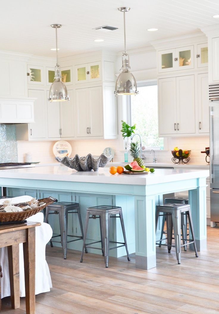 Beach Bliss Florida Homes: https://www.pinterest.com/floridabeachdw/beach-bliss-florida-homes/ Tequesta Florida home with a fabulous beachy kitchen.