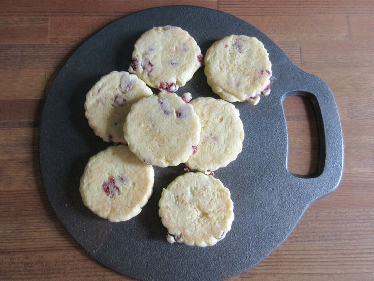 Welsh Cakes ウェールズ地方を代表するお菓子、ウェルシュケーキ。  ウェルシュケーキの思い出 http://ri-e.cocolog-nifty.com/blog/2015/11/welsh-cakes.html