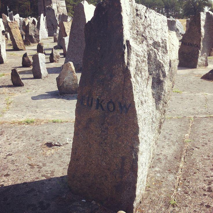 Treblinka. Kamień upamiętniający pomordowanych z Łukowa.