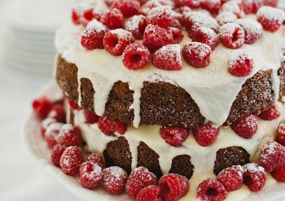 A great recipe for hummingbird cake with fresh raspberries and cream cheese frosting. The best hummingbird cake you'll find. And pretty-as-a-picture too.